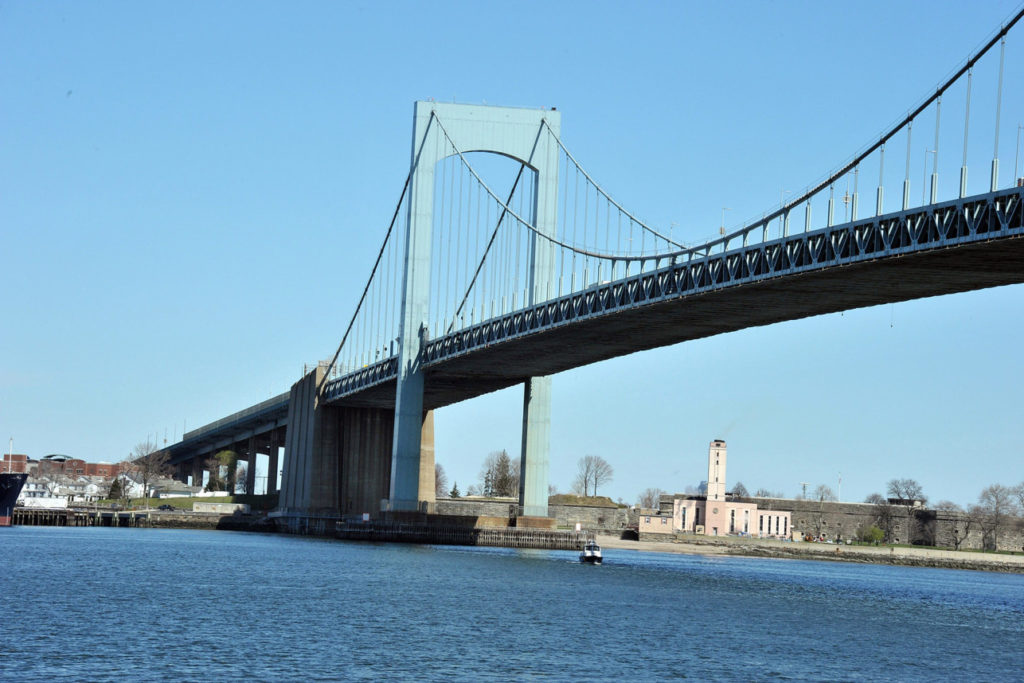 TN-49 REPLACEMENT OF ROADWAY DECK in Suspended Spans at THROGS NECK BRIDGE